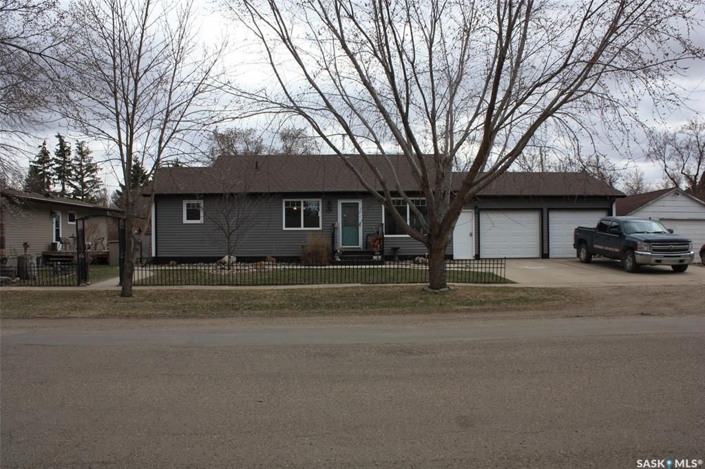 Main Photo: 120 2nd Street East in Langham: Residential for sale : MLS®# SK851855