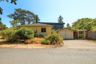 Photo 19: 2501 Wootton Cres in : OB Henderson House for sale (Oak Bay)  : MLS®# 882691