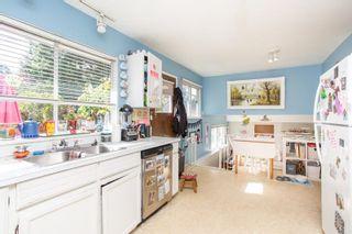 Photo 14: 15500 OXENHAM Avenue: White Rock House for sale (South Surrey White Rock)  : MLS®# R2620472