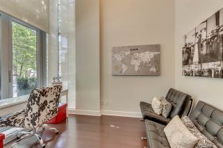 """Photo 2: 1285 SEYMOUR Street in Vancouver: Downtown VW Townhouse for sale in """"THE ELAN"""" (Vancouver West)  : MLS®# R2077325"""