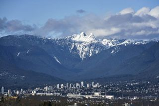 "Photo 3: 1005 6055 NELSON Avenue in Burnaby: Forest Glen BS Condo for sale in ""La Mirage II"" (Burnaby South)  : MLS®# R2529791"