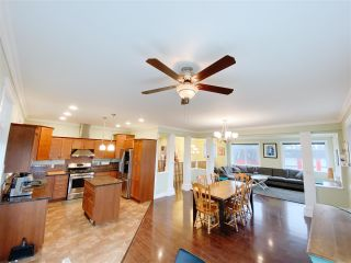 Photo 2: 787 NORTH Road in Gibsons: Gibsons & Area House for sale (Sunshine Coast)  : MLS®# R2498443