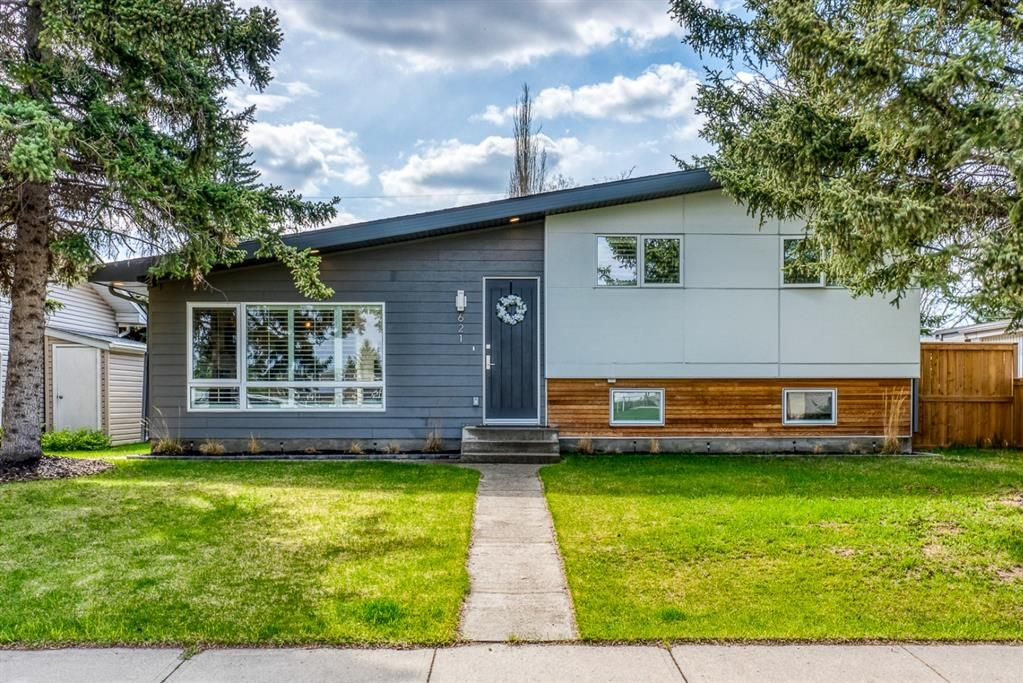 Main Photo: 621 Agate Crescent SE in Calgary: Acadia Detached for sale : MLS®# A1109681
