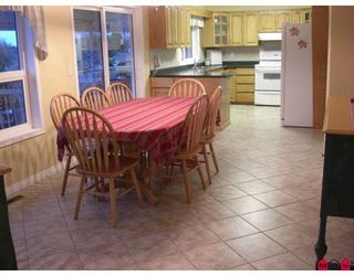 """Photo 4: 34224 FRASER Street in Abbotsford: Central Abbotsford House for sale in """"QUIET FRASER ST."""" : MLS®# F2831972"""