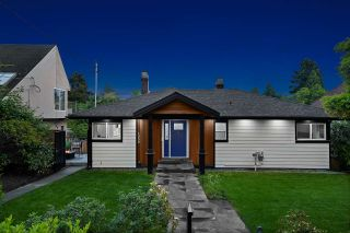 Photo 1: 1550 KINGS Avenue in West Vancouver: Ambleside House for sale : MLS®# R2501875