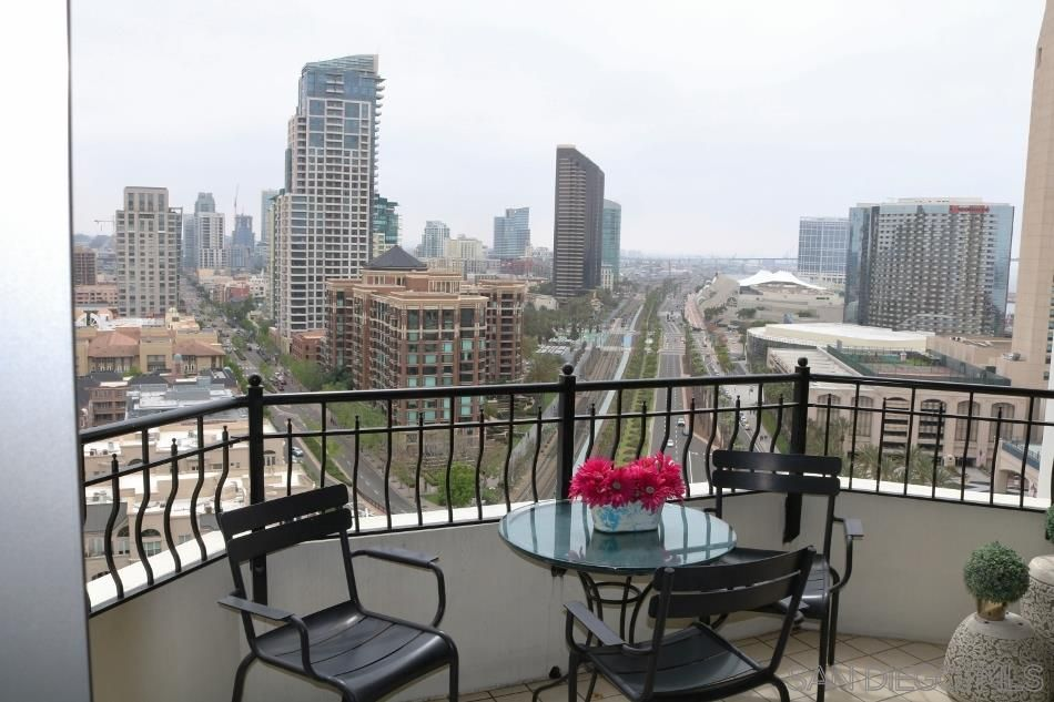 Main Photo: DOWNTOWN Condo for rent : 2 bedrooms : 700 W Harbor Dr #1802 in San Diego