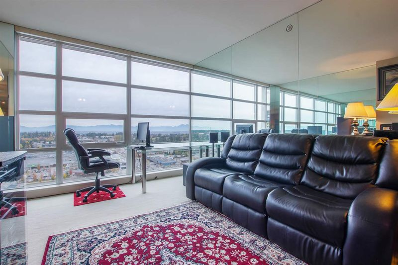 FEATURED LISTING: 1805 - 15152 RUSSELL Avenue White Rock