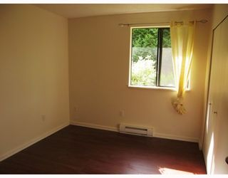 """Photo 5: 103 8180 COLONIAL Drive in Richmond: Boyd Park Townhouse for sale in """"CHERRY TREE PLACE"""" : MLS®# V787697"""