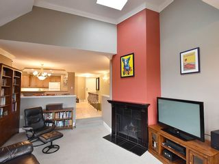 """Photo 4: 13 1620 BALSAM Street in Vancouver: Kitsilano Townhouse for sale in """"OLD KITS TOWNHOMES"""" (Vancouver West)  : MLS®# R2012310"""