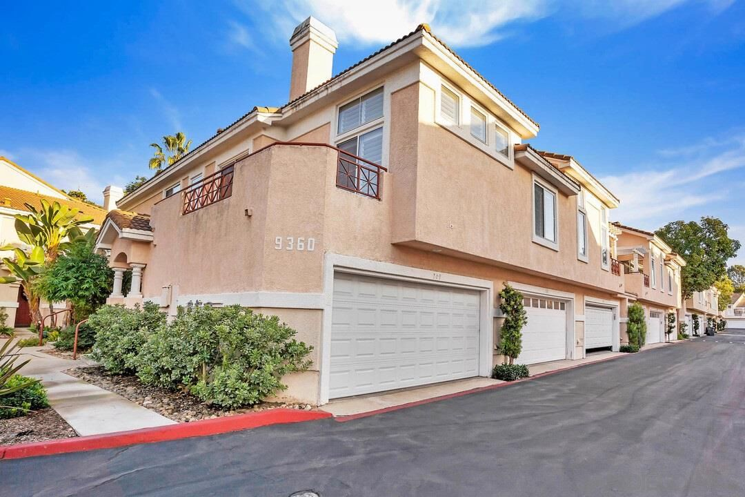 Main Photo: RANCHO PENASQUITOS Townhouse for sale : 3 bedrooms : 9360 Babauta Rd #109 in San Diego