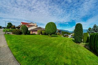 """Photo 3: 624 CLEARWATER Way in Coquitlam: Coquitlam East House for sale in """"RIVER HEIGHTS"""" : MLS®# R2622495"""