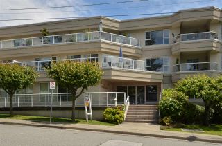 """Photo 1: 104 1378 GEORGE Street: White Rock Condo for sale in """"FRANKLIN PLACE"""" (South Surrey White Rock)  : MLS®# R2371327"""