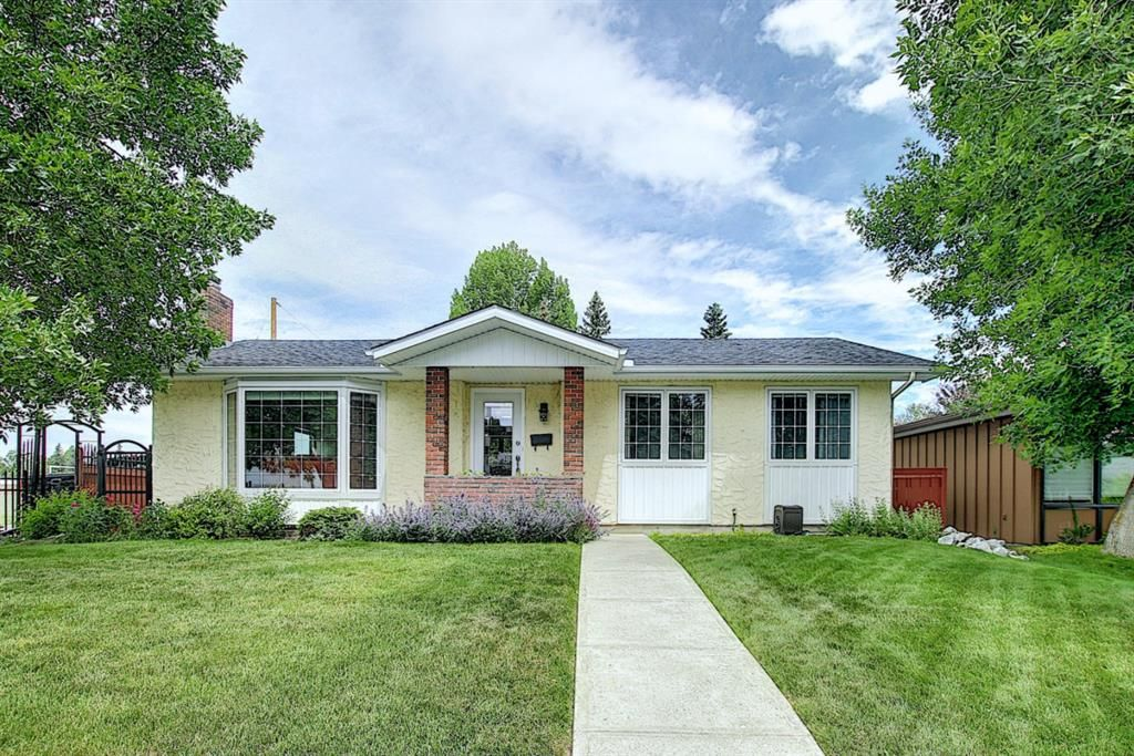 Main Photo: 1104 LAKE SYLVAN Drive SE in Calgary: Lake Bonavista Detached for sale : MLS®# A1013757