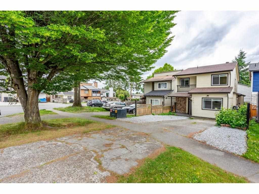 Main Photo: 306 NICHOLAS Crescent in Langley: Aldergrove Langley House for sale : MLS®# R2592965