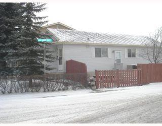 Photo 2: 95 ERIN WOODS Boulevard SE in CALGARY: Erinwoods Residential Detached Single Family for sale (Calgary)  : MLS®# C3303361