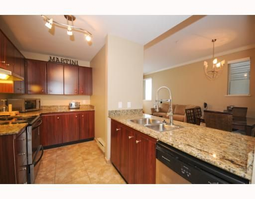 """Main Photo: 105 2250 W 3RD Avenue in Vancouver: Kitsilano Condo for sale in """"HENLEY PARK"""" (Vancouver West)  : MLS®# V755957"""