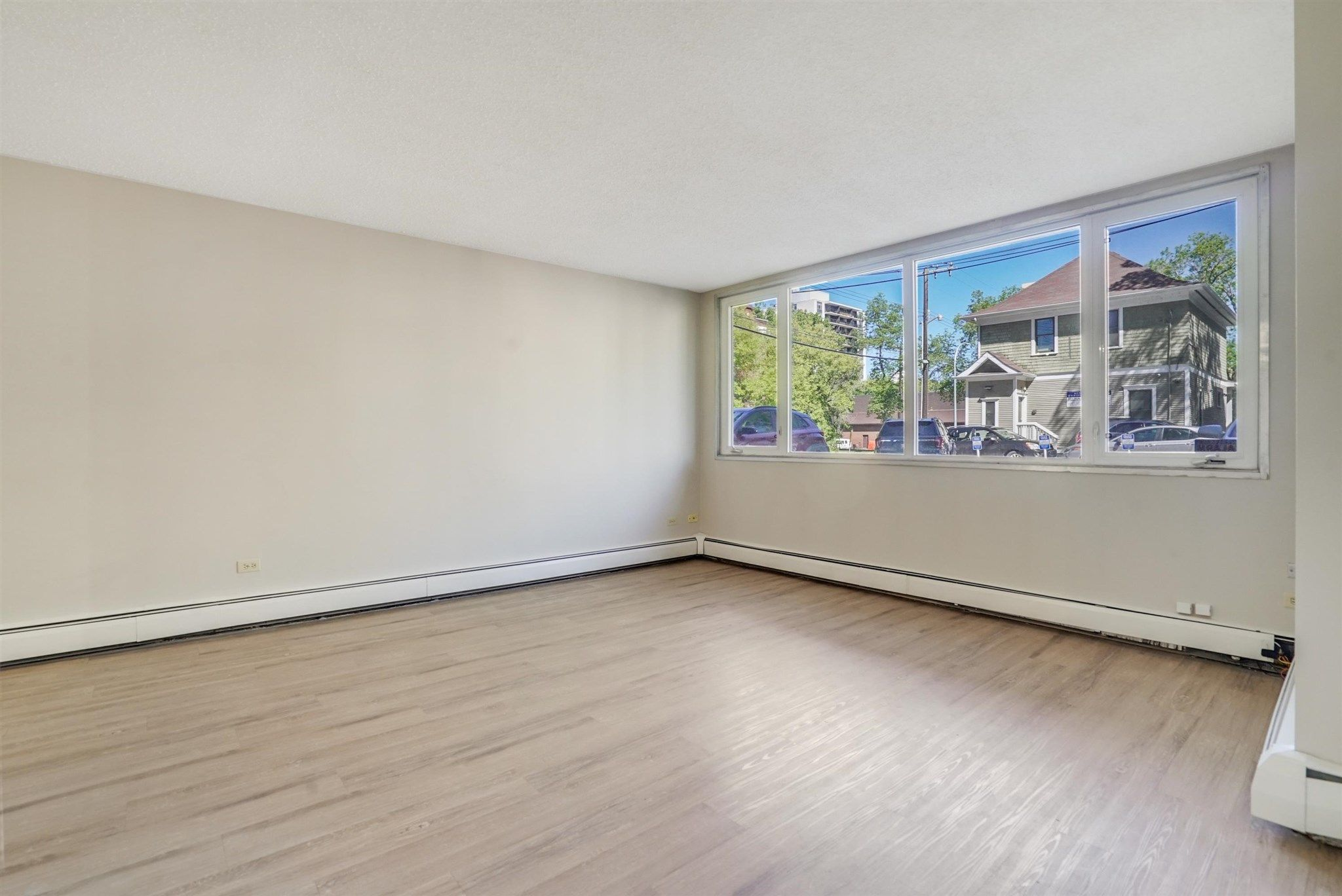 Main Photo: 102 9930 113 Street in Edmonton: Zone 12 Condo for sale : MLS®# E4250188