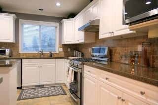 """Photo 6: 18343 68 Avenue in Surrey: Cloverdale BC House for sale in """"Cloverwoods"""" (Cloverdale)  : MLS®# R2441662"""