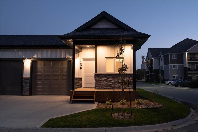 FEATURED LISTING: 87 PRAIRIE CROSSINGS Crescent Niverville