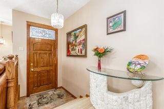 Photo 3: 136 Fairview Crescent SE in Calgary: Fairview Detached for sale : MLS®# A1073972