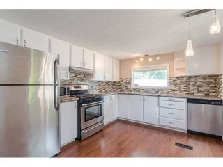 """Photo 6: 79 24330 FRASER Highway in Langley: Otter District Manufactured Home for sale in """"Langley Grove Estates"""" : MLS®# R2390843"""