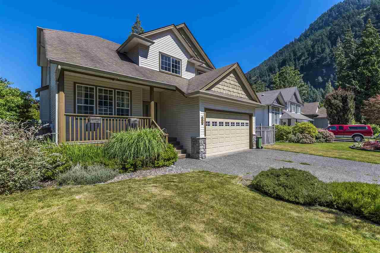 Main Photo: 511 COTTONWOOD Avenue: Harrison Hot Springs House for sale : MLS®# R2353509