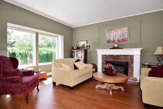 """Photo 2: 21547 87B Avenue in Langley: Walnut Grove House for sale in """"Forest Hills"""" : MLS®# R2101733"""
