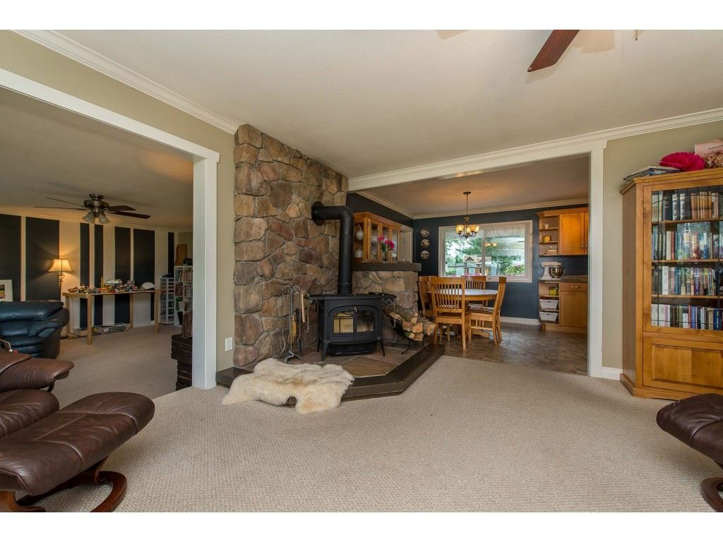 Photo 3: Photos: 6209 HOLLY Road: Agassiz House for sale : MLS®# R2388475
