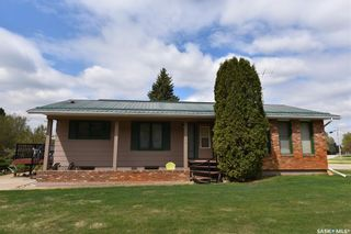 Photo 2: 318 Maple Road East in Nipawin: Residential for sale : MLS®# SK855852