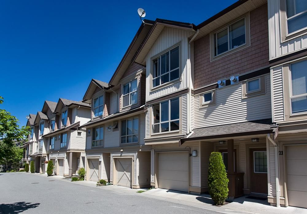 """Main Photo: 20 20350 68 Avenue in Langley: Willoughby Heights Townhouse for sale in """"Sunridge"""" : MLS®# R2068520"""