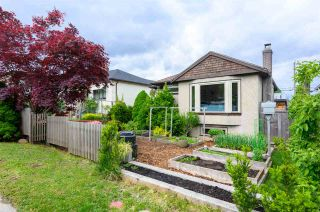 Photo 3: 3041 E 2ND AVENUE in Vancouver: Renfrew VE House for sale (Vancouver East)  : MLS®# R2456098