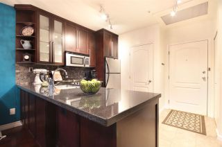 """Photo 3: 308 1177 HORNBY Street in Vancouver: Downtown VW Condo for sale in """"London Place"""" (Vancouver West)  : MLS®# R2106343"""