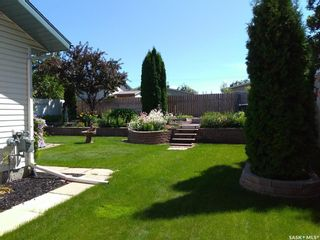 Photo 2: 119 Hall Crescent in Saskatoon: Dundonald Residential for sale : MLS®# SK846316