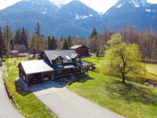 Photo 1: 14685 SQUAMISH VALLEY Road in Squamish: Upper Squamish House for sale : MLS®# R2557539