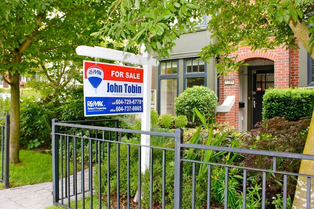 Main Photo: 1749 MAPLE Street in Vancouver: Kitsilano Townhouse for sale (Vancouver West)  : MLS®# V1126150