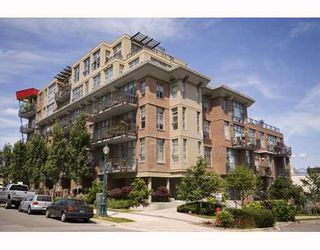 """Photo 1: 412 2635 PRINCE EDWARD Street in Vancouver: Mount Pleasant VE Condo for sale in """"SOMA LOFTS"""" (Vancouver East)  : MLS®# V793823"""