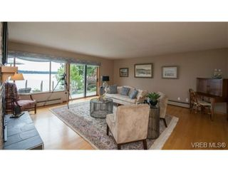 Photo 6: 8381 Lochside Dr in SAANICHTON: CS Turgoose House for sale (Central Saanich)  : MLS®# 733572