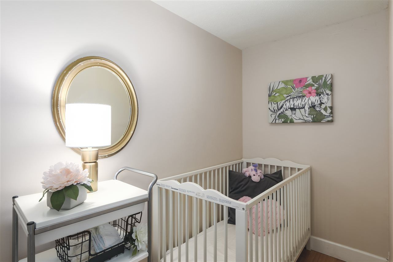 """Photo 14: Photos: 103 657 W 7TH Avenue in Vancouver: Fairview VW Townhouse for sale in """"THE IVYS"""" (Vancouver West)  : MLS®# R2348649"""