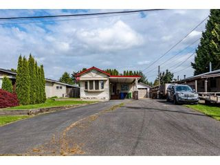 Photo 4: 31519 LOMBARD Avenue in Abbotsford: Poplar Manufactured Home for sale : MLS®# R2572916