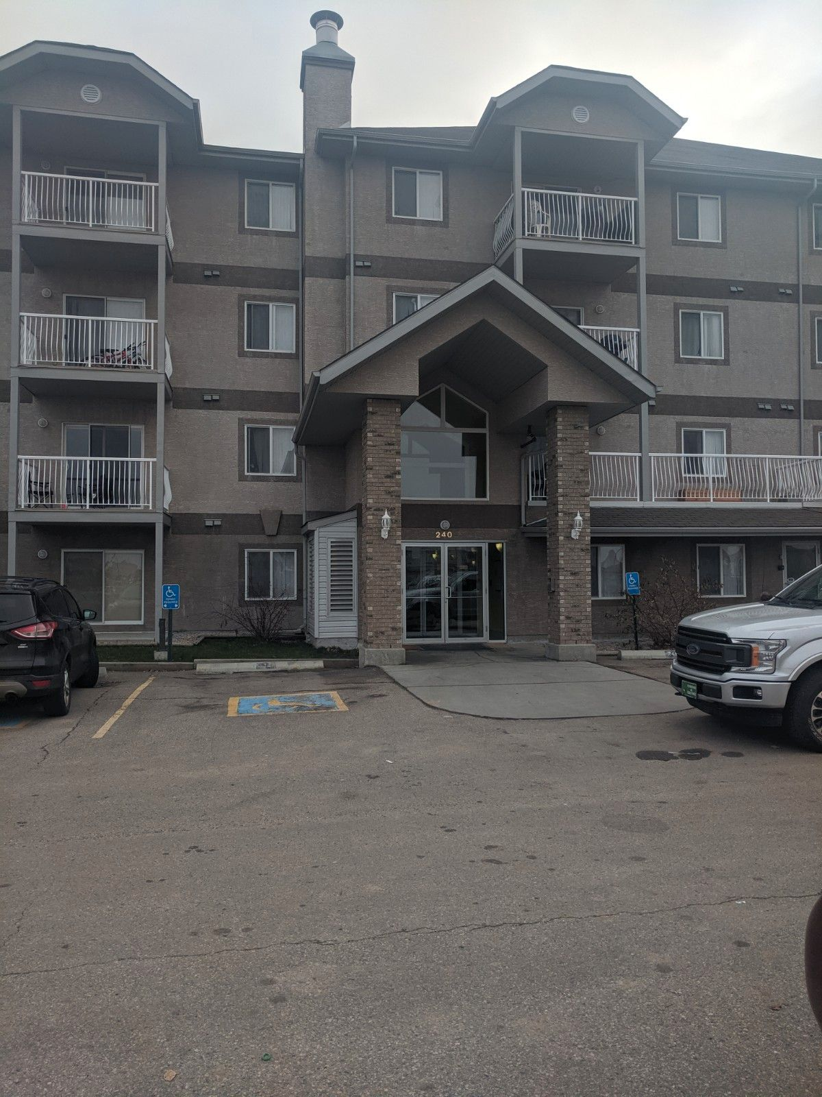 Main Photo: 103, 240 Spruce Ridge Rd in Spruce Grove: Condo for rent