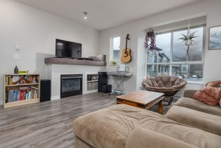"""Photo 2: 38354 SUMMITS VIEW Drive in Squamish: Downtown SQ Townhouse for sale in """"EAGLEWIND NATURE'S GATE"""" : MLS®# R2465983"""