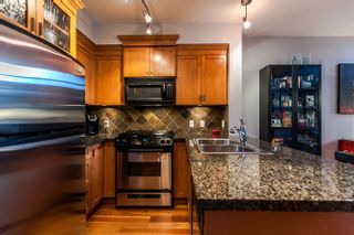 Photo 3: 105 10 RENAISSANCE SQUARE in New Westminster: Quay Condo for sale : MLS®# R2188809