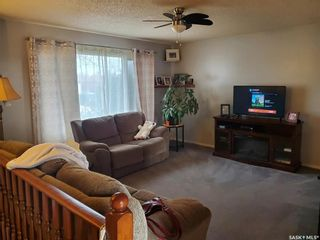 Photo 2: 215 MICHENER Crescent in Saskatoon: Pacific Heights Residential for sale : MLS®# SK842712