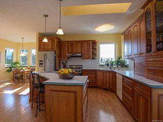 Photo 2: 1417 SABRE Court in COMOX: CV Comox (Town of) House for sale (Comox Valley)  : MLS®# 806934