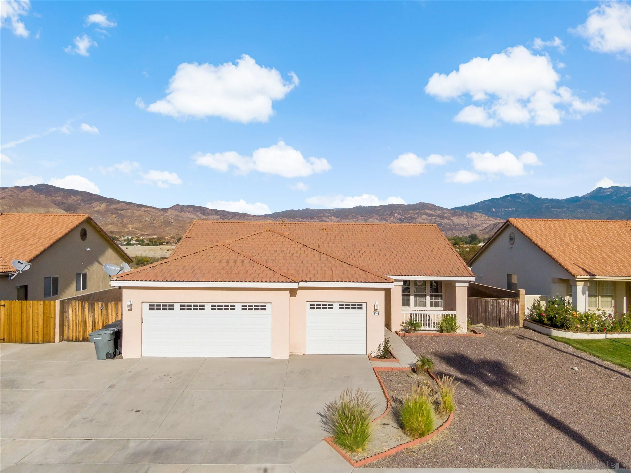 Main Photo: House for sale : 4 bedrooms : 2145 Saint Emilion Ln in San Jacinto