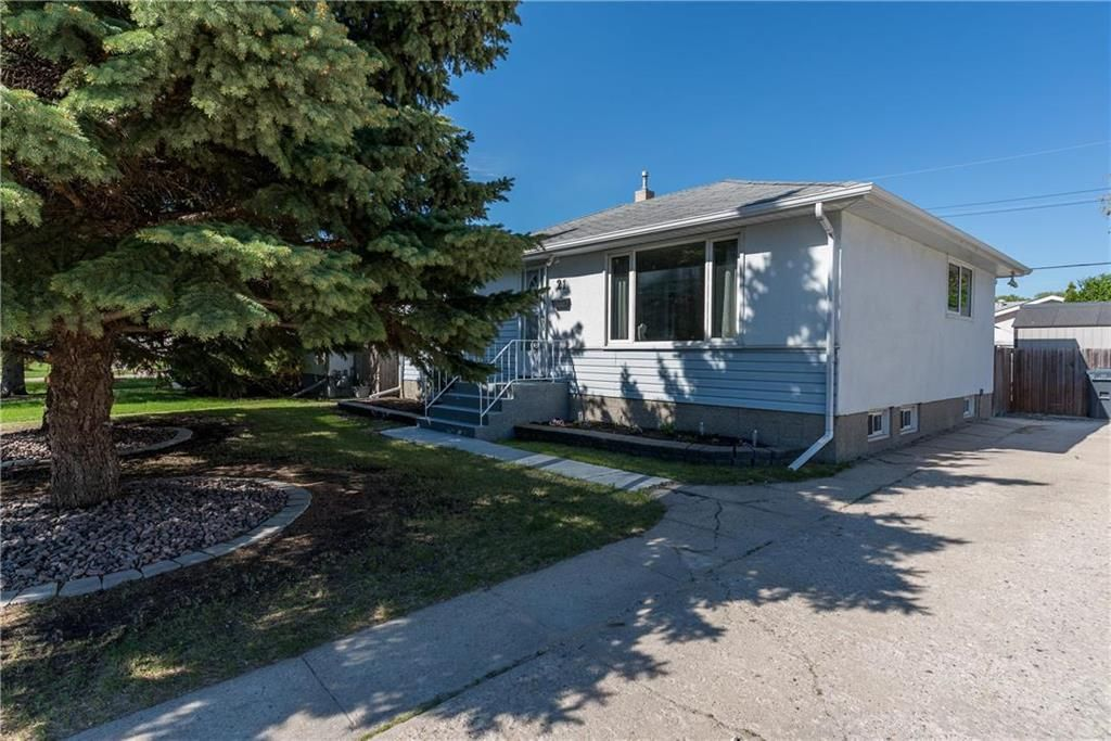Main Photo: 21 Fontaine Crescent in Winnipeg: Windsor Park Residential for sale (2G)  : MLS®# 202113463