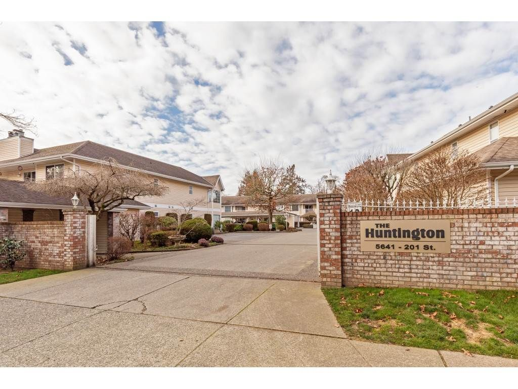 """Main Photo: 103 5641 201 Street in Langley: Langley City Townhouse for sale in """"THE HUNTINGTON"""" : MLS®# R2537246"""