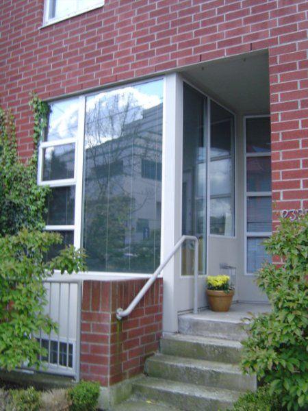 Main Photo: 2325 Ash Street: Condo for sale (Fairview VW)  : MLS®# V533285