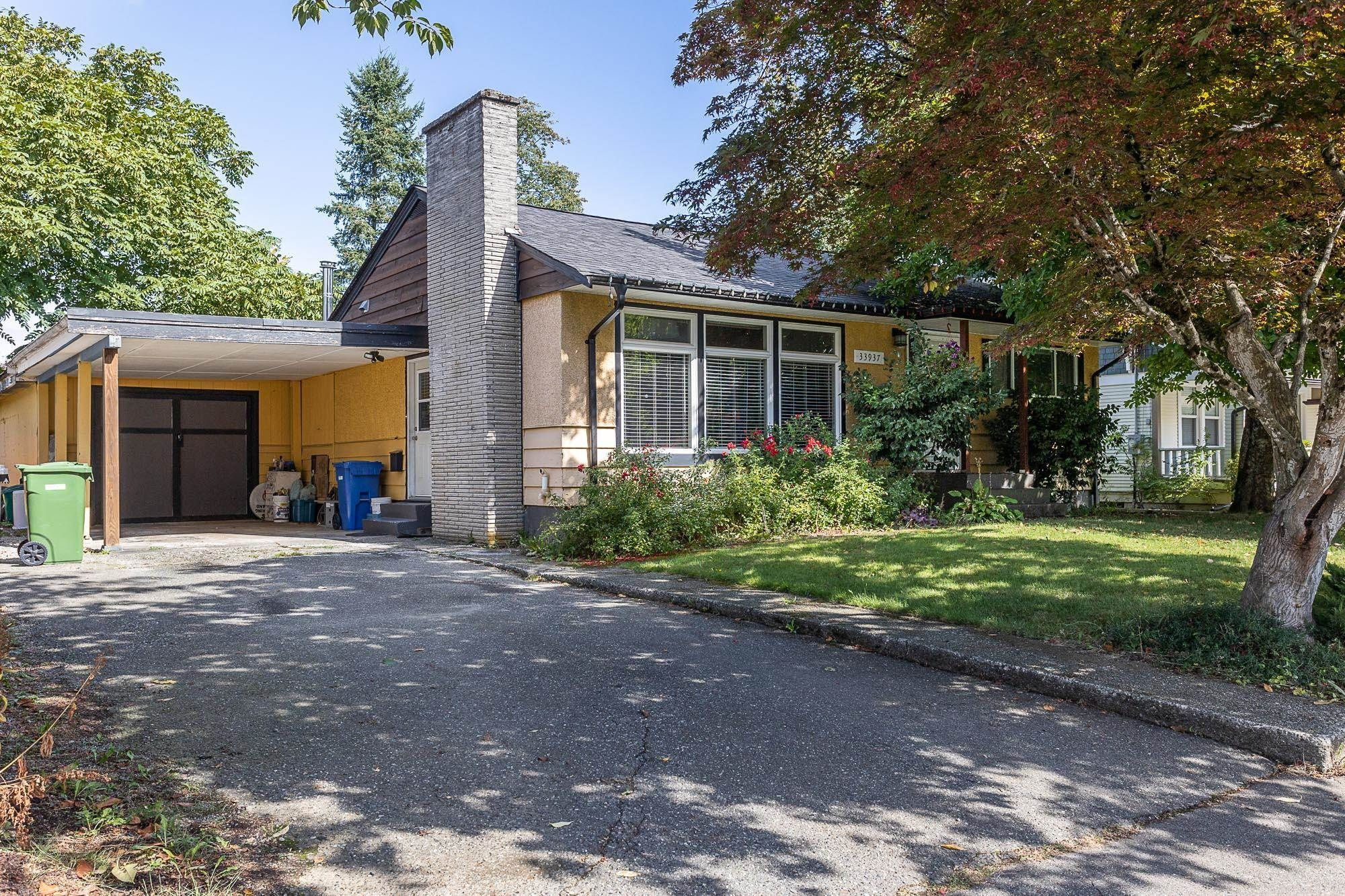 Main Photo: 33937 VICTORY Boulevard in Abbotsford: Central Abbotsford House for sale : MLS®# R2619696