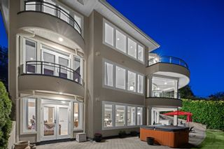 """Photo 5: 14342 SUNSET Drive: White Rock House for sale in """"White Rock Beach"""" (South Surrey White Rock)  : MLS®# R2590689"""